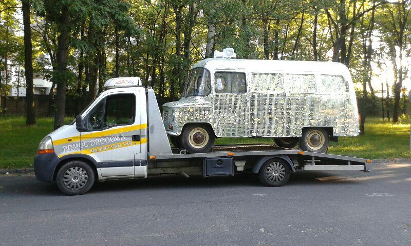 Besthol - transport aut i auto holowanie. Współpracujemy z firmami przy transportowaniu pojazdów wystawowych, aut sportowych, motorów, quadów. Tym razem transportowaliśmy auto dla firmy BlaBlaCar. Telefon kontaktowy: 697-598-149