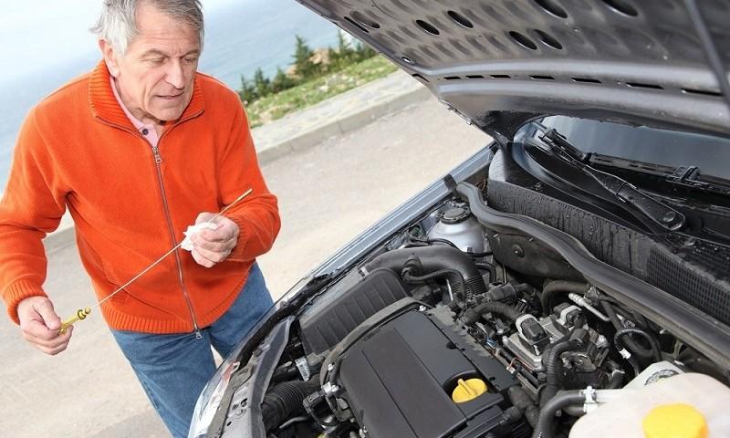Jaki olej silnikowy wybrać do własnego auta? Sprawdź jak rozróżnić rodzaje olejów silnikowych! Mobilny warsztat samochodowy, pomoc drogowa Warszawa 24h! BESTHOL Tel. 697598149