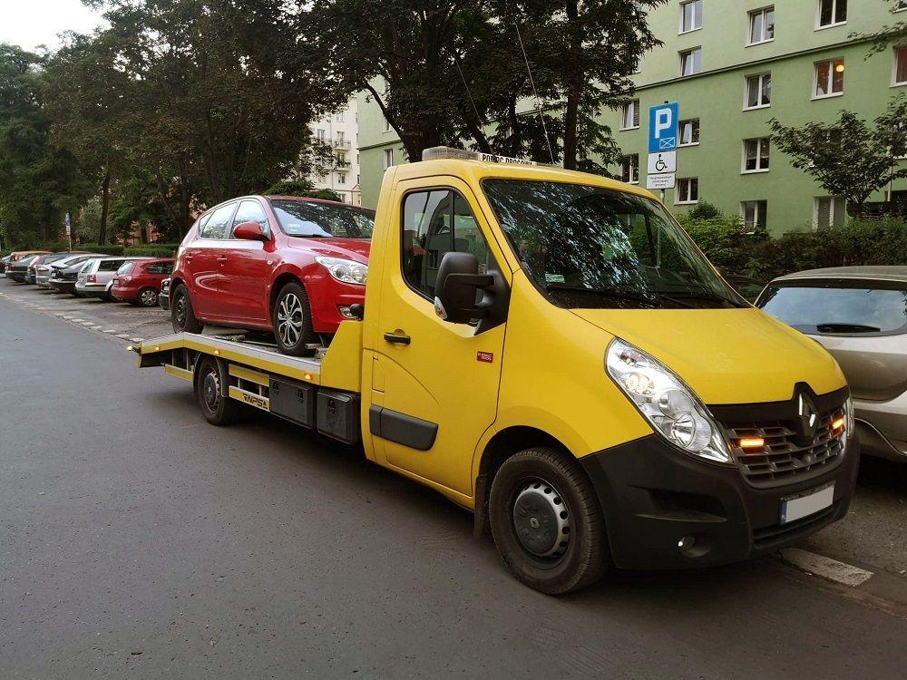 auto laweta i holowanie z Warszawy do Kielc