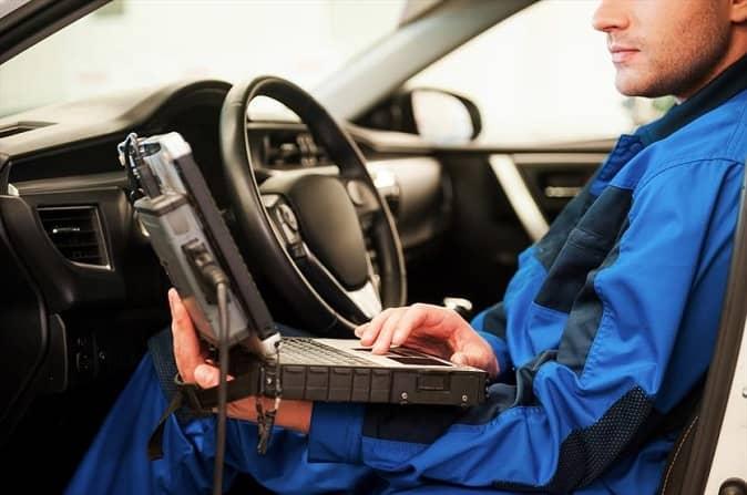 diagnostyka komputerowa w warsztacie samochodowym besthol w warszawie